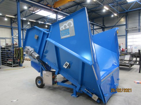 Compost hopper for trailer